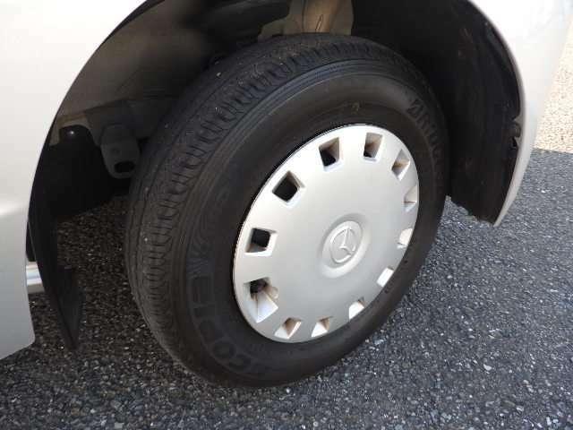 純正ホイールキャップ付、タイヤの山たっぷりあります。