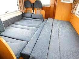 ダイネット部分ベッド展開時サイズ 長さ197cm幅204cm
