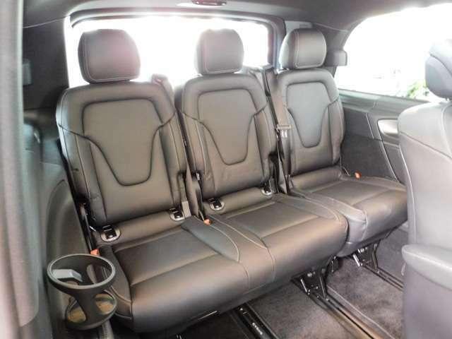 ドアハンドルには握りやすいグリップ形状が採用されています。万一の事故の際など、車内に残された乗員を救出する為、外部からドアを開けやすいようになっています。