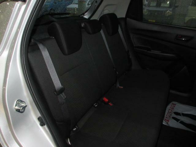 後席もクッション性のあるシートを採用