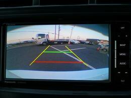 バックカメラ付きです。車の後ろの死角が少なくなります。狭い場所でも安心して駐車できますね。