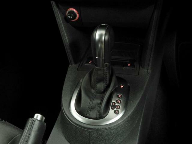 7速DSGトランスミッション。2つのクラッチを持ち、切れ目のない滑らかな加速を実現する新世代のトランスミッション「DSG」を搭載