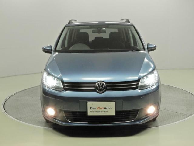 バイキセノンヘッドライト。従来の白熱電球(ハロゲンなど)に替わって、メタルハライドランプなどのHIDランプを使った自動車の前照灯。