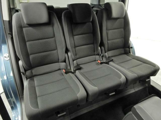 セカンドシートは、1席ごと取り外しが可能です。