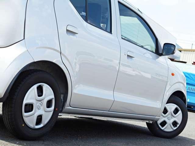 【運転のしやすさ】前席のヒップポイントを高めに設定することで、見晴らしの良いアイポイントを実現しました。ドライバーの体格や好みに合わせてシートやステアリングの位置を決め細やかに調整できます。