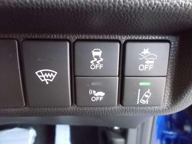 先進の安全装備がついています。詳しい装備内容、仕様等につきましてはスタッフにお問合せ下さい。