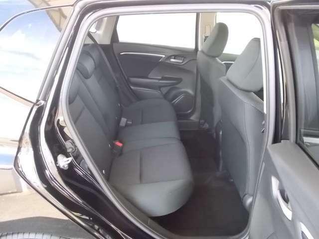 ホンダ車の低床ボディは乗りやすく、足元も広びろですよ。