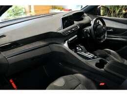 SUVと思えない、スポーティなインテリアは、オリジナル感が満載です。