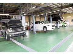 本社整備工場では最新機器の導入で国家整備士が担当致します。