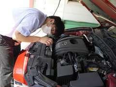 サービスフロントの木村です☆ハイブリッド・エコカー・ミニバン・輸入車の修理も、当店にお任せ下さい!
