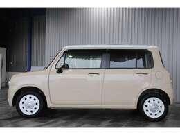 ユーザー買取車・ツートンルーフ・社外HDDナビ・フルセグ・DVD・BT・プッシュスタート・スマートキー・HIDオートライト・専用合皮レザーシート付です。