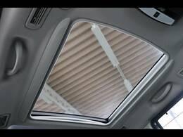 セレナでは希少なサンルーフ装備★解放感溢れるドライブが堪能でき、空気の入れ替えもスムーズに行えます。