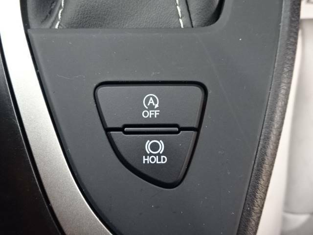 【アイドリングストップ】ブレーキを踏んでいるとエンジンが停止状態になり、停車時間に燃料を消費しないので、「燃費の節約」と「環境」に配慮した機能です。