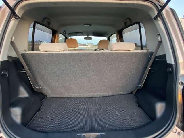 <荷室>リアシートを倒すことで更にスペースを広げることが可能です!