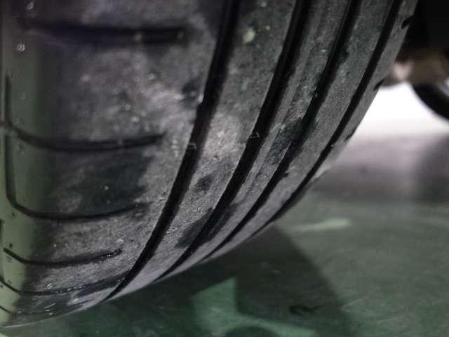 タイヤの溝も充分にございます。