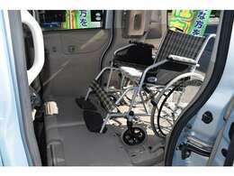 簡単に装着でき車いすをしっかり固定できます。