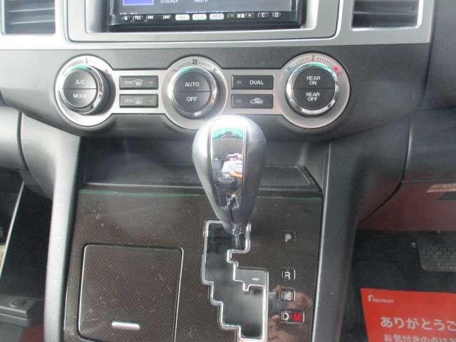 デュアルエアコン♪運転席と助手席の温度別々に設定可能です♪MTモード付AT