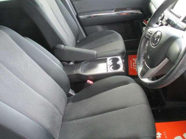 アームレスト 運転席シートリフター高さ調整可能です♪快適装備です♪目線を高くできる為、運転しやすくなります♪