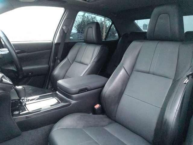 高級感あふれるブラックレザーシートです!もちろんシートヒーター・シートエアコン付きです!