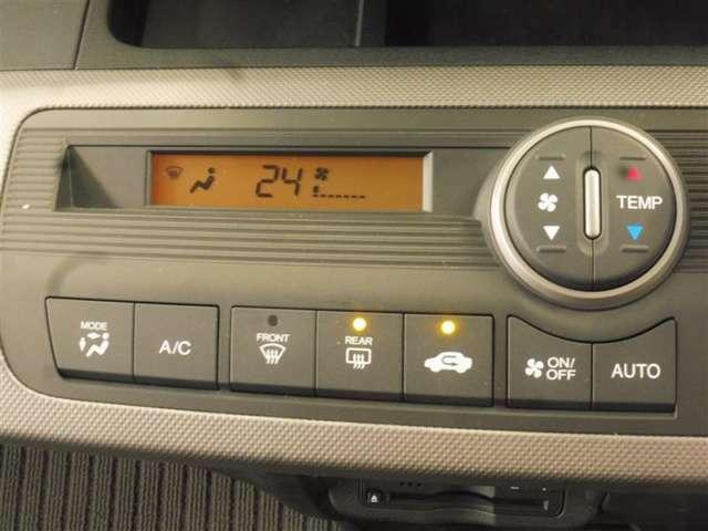 マニュアル式のエアコンスイッチです。 大き目のスイッチなので調整しやすいですよ。