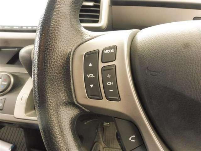 ハンドル周りです。 ぜひ一度握って見てください。ピッタリ手にフィットすると思いますよ。 車を運転する上、ずっと握っている重要なパーツですから手に馴染むハンドルがいいですね。