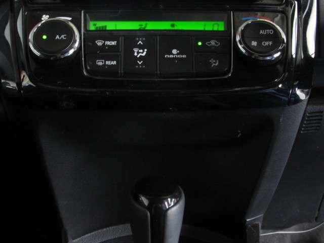 車内室温設定で、一年中快適なオートエアコン!肌や髪にやさしい弱酸性のナノイーでウイルスや菌の抑制、脱臭も期待できます!