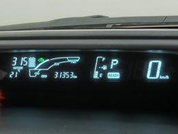 明るく見易いメーターシンプルな運転席廻り。各スイッチなど操作性が良いです。