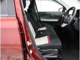 運転席シート・ハンドルは高さ調整が可能です