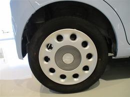 タイヤサイズ155/65R14のスチールホイール&ホイールキャップ付きです。