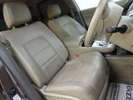 【レザーシート】高級感溢れる車内を演出します。