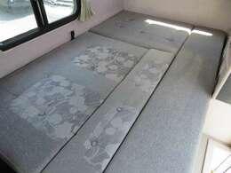 ダイネットのベッド展開も簡単に行えます!180cm×110cm