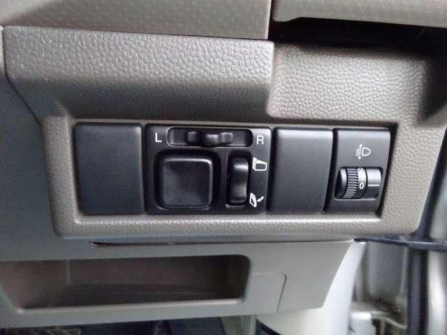 電動格納ドアミラーがついていますので、便利です。