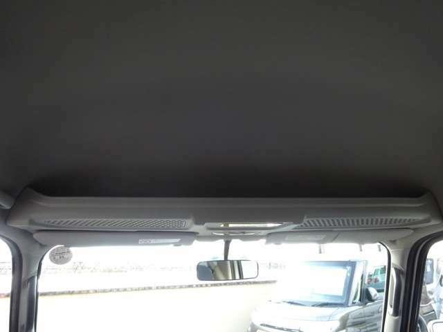 ディアスですので、オーバーヘッドシェルフ付きです★天井もヤニ汚れ等は無くキレイですので快適にお乗りいただけると思います★