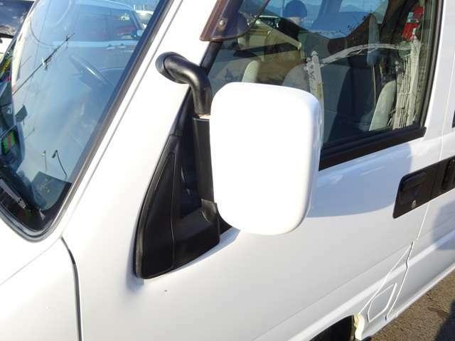 ディアスですので、大型のドアミラーでカッコいいです★ミラー鏡面は電動で調整できます★