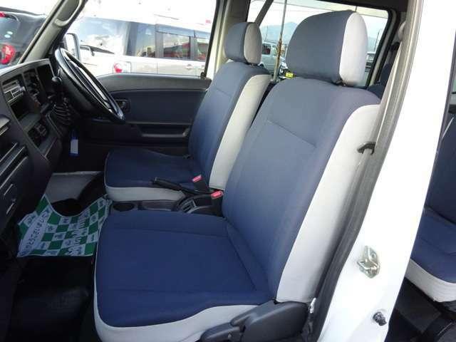 ディアスですので、ヘッドレスト付きのシートです★大きなヤブレ等も無くわりとキレイですので、快適にお乗りいただけると思います★気になる点などは是非お問合せ下さい★★