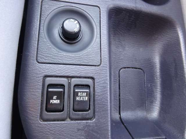 ディアス4WDですのでリアヒーターも装備されているのが嬉しいポイントです(*^_^*)