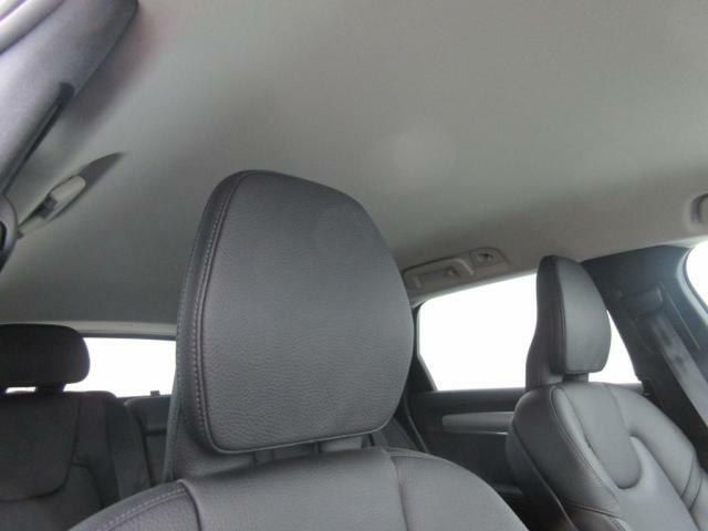車内を明るい印象にするブロンドヘッドライナー