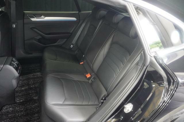 リヤシートは長時間お座りいただいても疲れにくく、足元のゆとりも充分にあるので快適です。
