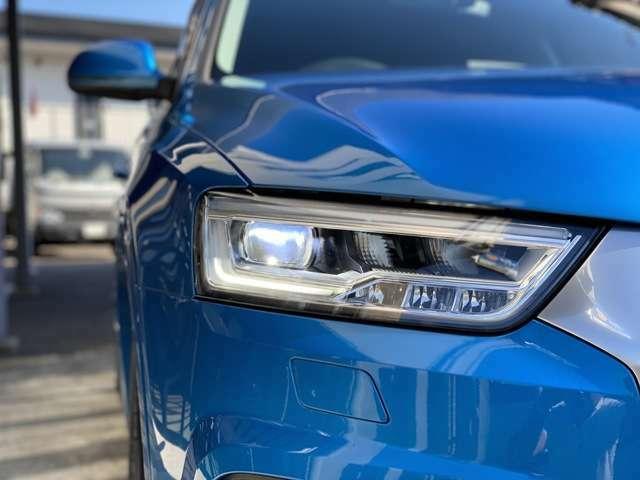 LEDパッケージ装着車です。フロントはLEDヘッドライト、リアは流れるシーケンシャルウインカーとなります。
