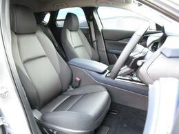 どなたでもベストなドライビングポジションで運転が出来るように設計がされたフロントシートです!座り心地が良く疲れにくいと評判のシートです♪
