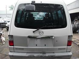バックドアウインドウはスモークタイプ。積載物のプライバシーを保護します