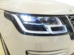 ピクセルLEDヘッドライト「マトリクスLEDヘッドライトの3倍のLEDを装備。照明のない道路を80km/h以上で走行する際500m以上のクリアな視界を確保します。」