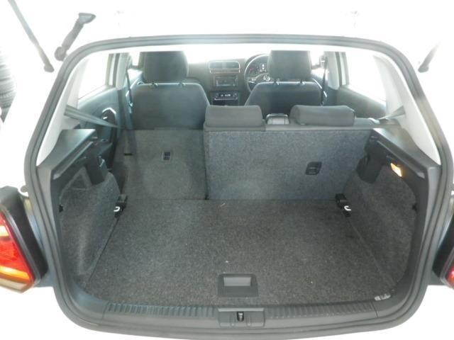 普段使いには十分な広さのラゲッジスペース!後席を倒せば、より大きな荷物も載せられます!