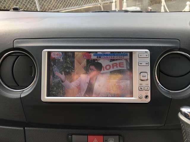 平成23年9月登録 134968Km タントエグゼカスタム入庫しました。走行距離は多目ですが、状態良好です。純正ナビ/TV(フルセグ)・Bluetooth・DVD再生・HIDヘッドライト・ETCが付いてます! 内外装仕上げ済みです。