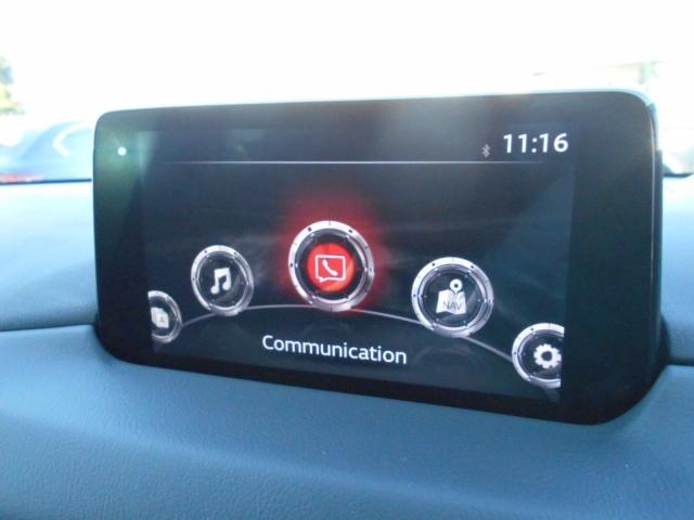マツダコネクトメニュー画面。マツダコネクトは、ソフトウエアをアップデートでき、つねに最新のサービスを利用できるコネクティブシステム