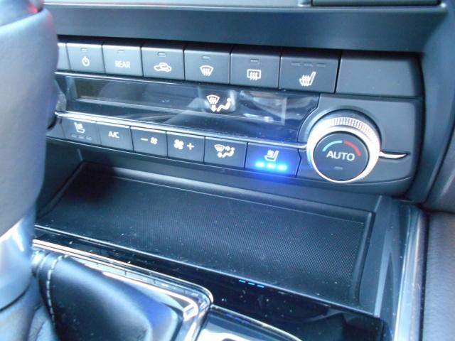 運転席助手席にはシートベンチレーションを装備。夏の暑いシートも気持ちよいう冷風で快適です