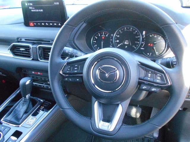 ヒーターを装備したステアリングにはMRCCの操作やオーディオ、インフォメーションディスプレイ、オーディオコントロールの操作を握ったままでOK!運転に集中できます。