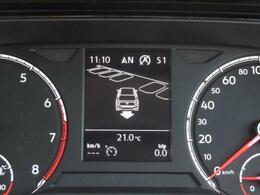 パークアシスト(駐車支援システム)は自動でステアリング操作を行い縦列駐車、車庫入れをします。オプティカルパーキングシステムは音とビジュアルで車両の前後サイドの障害物の接近を知らせます。