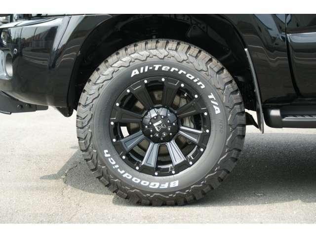 新品のアルミホイール・新品タイヤ付きです。タイヤサイズは265/70R17になります。