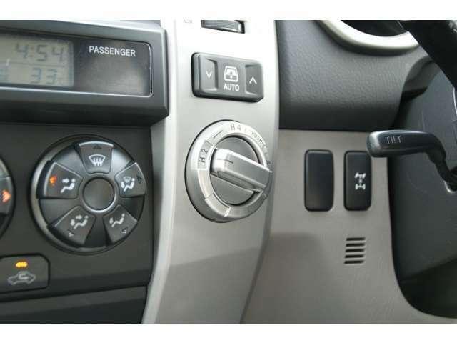 パートタイム4WDです。リアウィンドウ開閉スイッチ